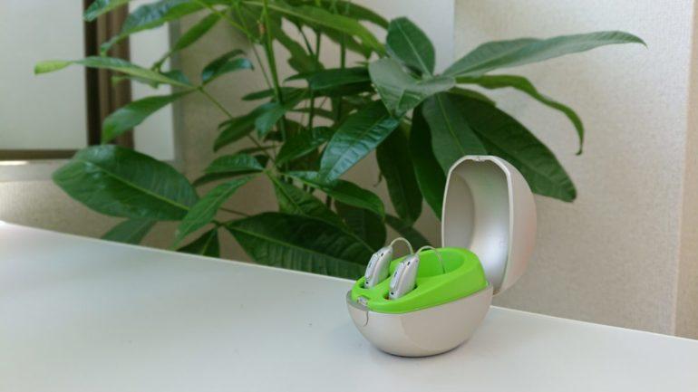 観葉植物と補聴器